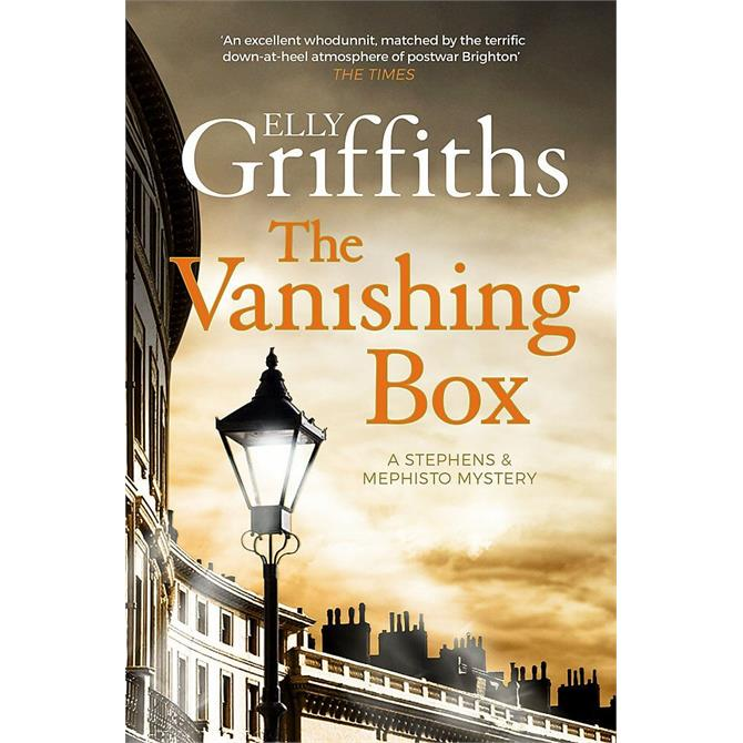 The Vanishing Box By Elly Griffiths (Paperback)