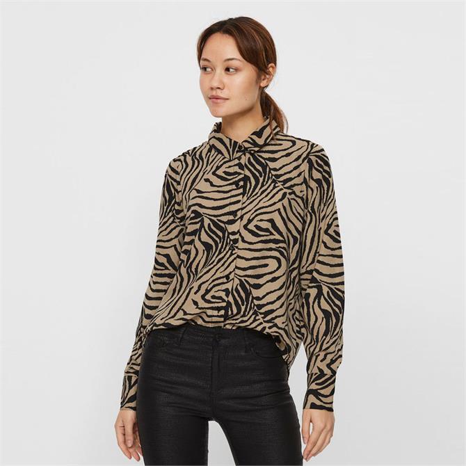 Vero Moda Lisa Animal Graphic Print Shirt
