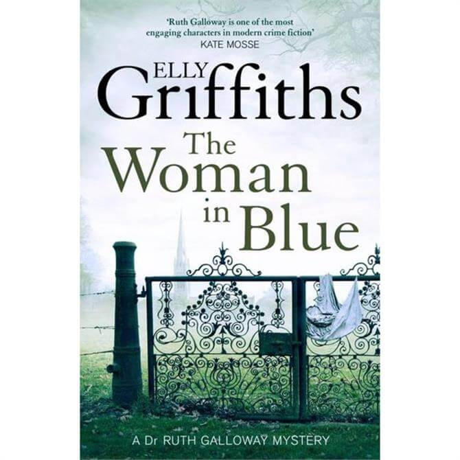 The Woman In Blue: The Dr Ruth Galloway Mysteries 8 by Elly Griffiths (Paperback)