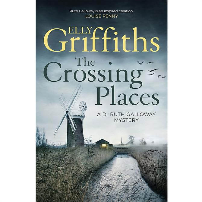 The Crossing Places: The Dr Ruth Galloway Mysteries 1 By Elly Griffiths (Paperback)
