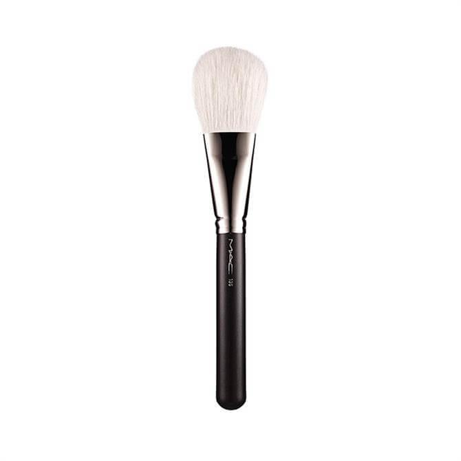MAC 135 S Large Flat Powder Brush
